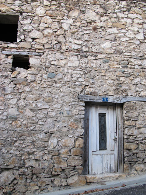 a little door in la caunette