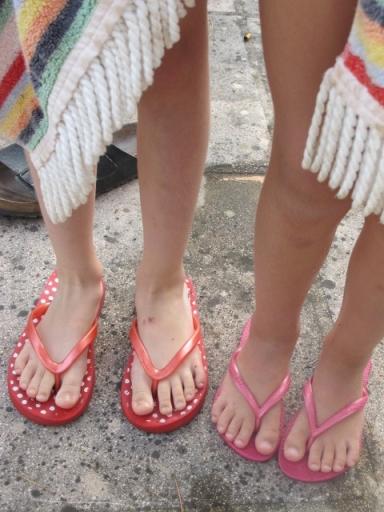 thongs, flip-flops, claquettes