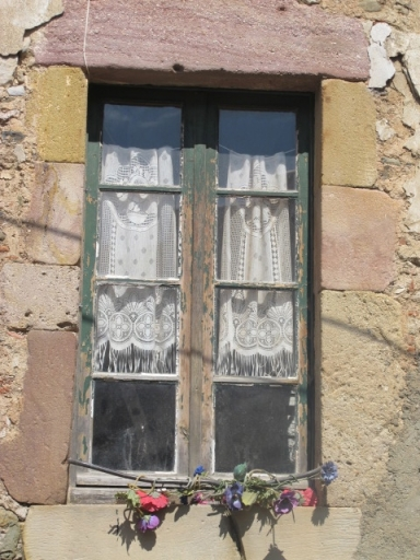 window in Saint Chinian